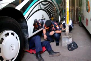 Jelang mudik, bus di Cirebon diperiksa dan sopir tes urine