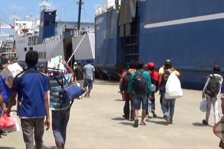 Arus mudik penumpang kapal laut di Pelabuhan  Trisakti melonjak