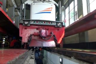 Jelang masa mudik-balik Lebaran, DAOP VII intensifkan perawatan lokomotif