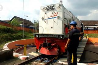 Merawat lokomotif demi kenyamanan arus mudik Lebaran