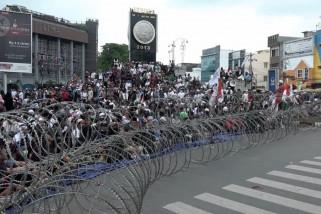 Aksi dukung dan tolak rekapitulasi suara KPU di kota Medan