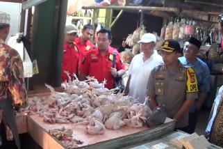 Harga daging ayam dan ikan segar di Pasar Rajagaluh naik