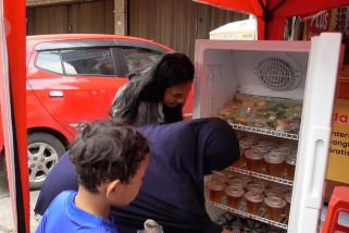 Kulkas berisi takjil gratis dari pemuda Medan