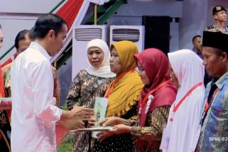 Presiden bagikan 3.200 sertifikat tanah di Gresik