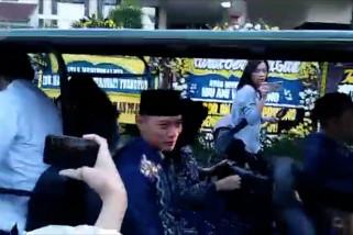 AHY dan Ibas sholat Ied tanpa SBY