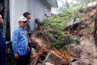 Longsor, tembok tinggi hantam rumah warga Balikpapan