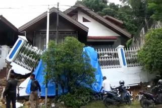 Tanah bergerak, 2 rumah di Balikpapan ambruk