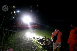 Pesawat jatuh di Sungai Cimanuk Indramayu