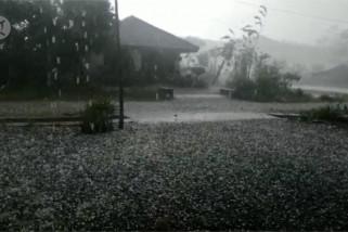 Hujan es guyur dataran tinggi aceh