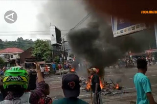 Rusuh di Manokwari, massa bakar gedung DPRD Papua Barat