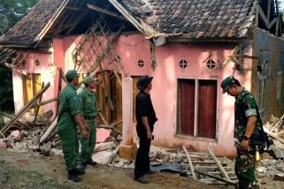Belasan rumah warga Desa Panjangjaya rusak parah