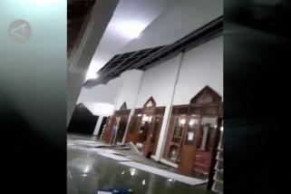 Warga Pandeglang dan Cilegon berhamburan saat gempa