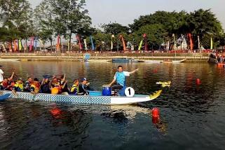 Wali Kota Tangerang tabuh gendang di lomba perahu naga