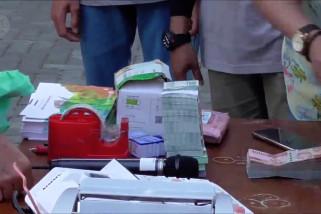 Menarik uang lusuh di pulau terluar wilayah barat Indonesia
