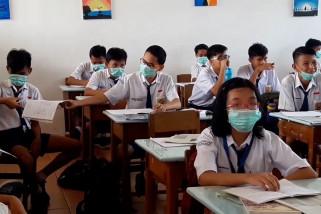 Pelajar di Balikpapan mulai kenakan masker saat belajar
