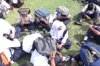 Antisipasi gempa, pelajar di Aceh simulasi siaga bencana