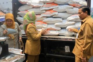 Bulog dan Disperindag operasi pasar stabilkan harga beras