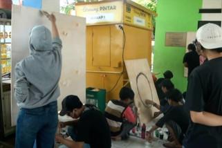 Pemuda Sangiang Jaya asah kreativitas lewat lukisan mural