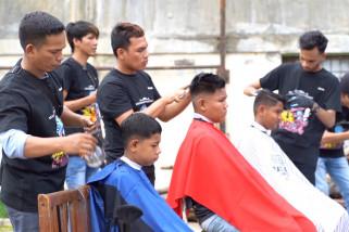 Aksi sosial pemangkas rambut di panti asuhan Aceh