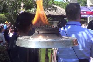 150 orang dari berbagai negara genggam obor perdamaian di Bali