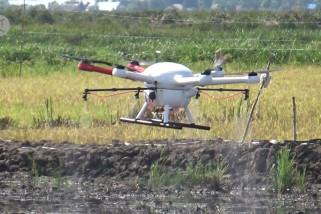Perahu traktor dan drone percepat pengolahan pertanian
