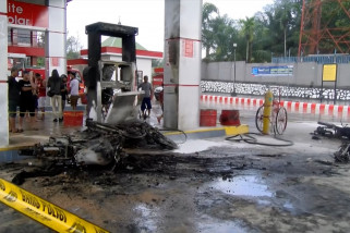 SPBU terbakar akibat percikan api dari sepeda motor