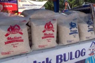 Produksi padi turun, Bulog Jember stabilkan harga beras