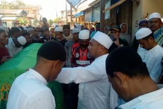 Pemain Timnas U-16 Alfin Lestaluhu  dimakamkan di kampung halaman