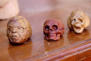 Kerajinan cincin karakter wajah berbahan limbah kayu