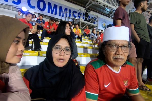 VLOG - Novia Kolopaking dan Cak Nun komentari laga Indonesia vs Vietnam