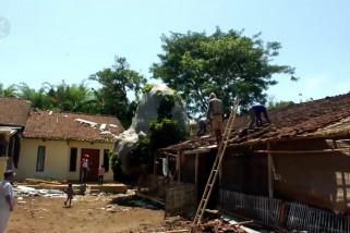 Puting beliung rusak belasan rumah warga Jember,1 orang luka