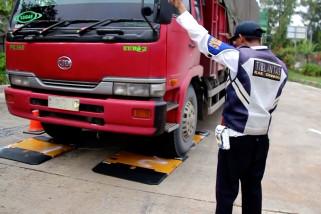 Razia truk kelebihan muatan dan dimensi