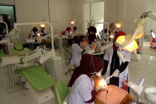 Dokter di Aceh beri pengobatan gigi gratis