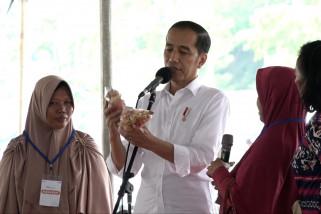 Presiden Jokowi ingatkan nasabah Mekaar jaga kepercayaan