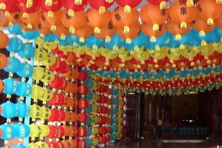 Warna-warni ribuan lampion meriahkan Imlek di Medan