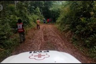 PMI-SAR evakuasi ratusan korban banjir Lebak terisolasi dalam hutan