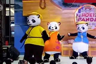 Jelang Imlek, panda hibur warga Tangerang