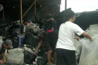 Ketika siswa belajar hidup sederhana di antara tumpukan sampah