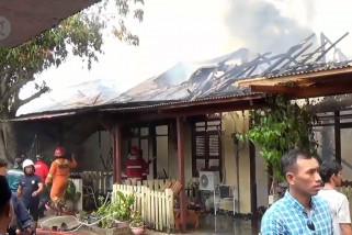 Belasan rumah di Asrama Polisi Segara Balikpapan terbakar