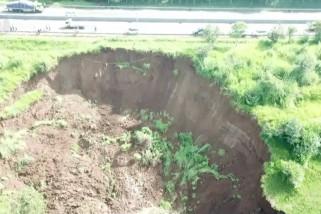 Jasa Marga perbaiki jalur tol terdampak longsor