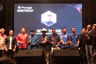 Jurnalis Kota Bandung serahkan penghargaan kepada pesepakbola berprestasi