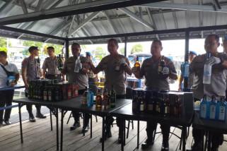 Aksi Polairud tembak kapal pengangkut ribuan miras ilegal (Video)