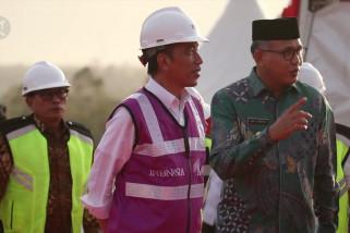 Presiden Jokowi tinjau pembangunan Jalan Tol Aceh