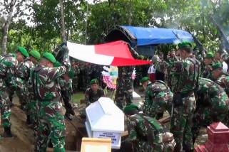Kopda Dwi Purnomo, dimakamkan di TPU Banjarpanjang
