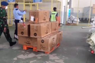 Pemerintah distribusikan 191 ribu APD serta 425 ribu rapid test ke seluruh Indonesia