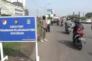 Hari pertama PSBB, Pemkot Bekasi bagikan masker gratis