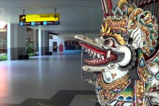 Pembukaan jalur transportasi,  hanya ada satu penerbangan tujuan Bali