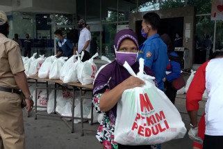 PT KIM bagikan tiga ribu sembako bagi warga dan medis