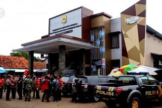 Pasar Sumber Cirebon ditutup setelah dua pedagang positif COVID-19
