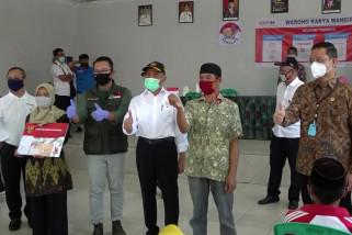 Pemerintah salurkan bantuan sosial bagi warga Bandung Barat